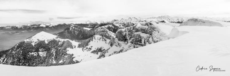 Panorama en haut de la montagne de Sous-Dine (74)